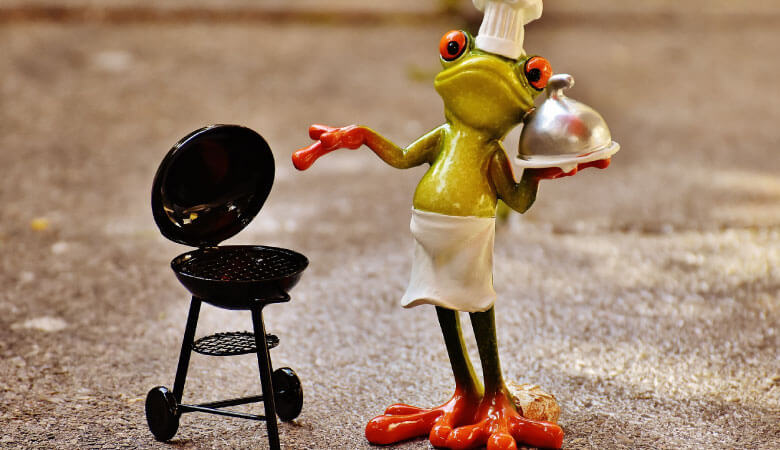 chef frog figurine by little grill